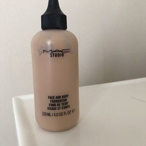 MAC face and body foundation N2
